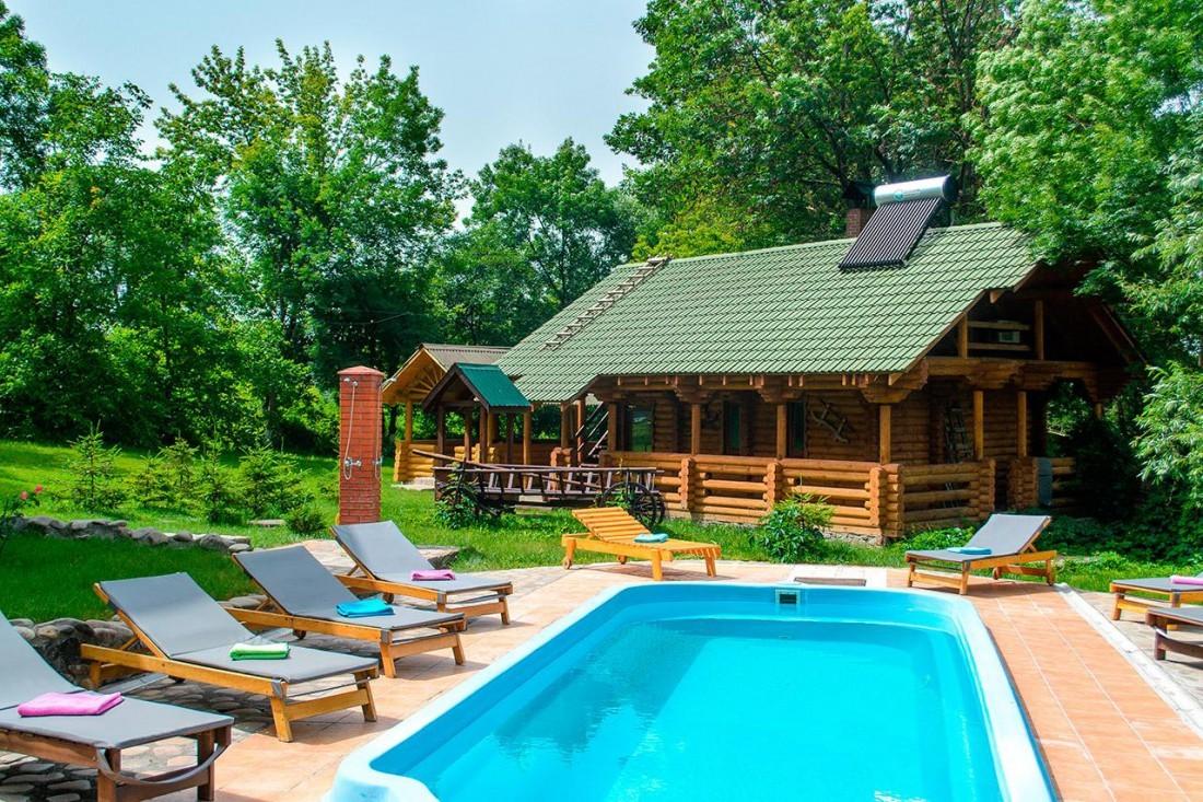 Загроза Карпатам: іноземні екологи назвали зелений туризм альтернативою курорту-гіганту
